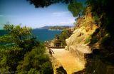 Льорет-де-Мар (исп. Lloret de Mar, по-испански читается как Йорет дэ Мар) — муниципалитет в Испании, входит в провинцию Жирона в составе автономного сообщества Каталония. Муниципалитет находится в составе района (комарки) Сельва. Занимает площадь 47,87 км². Население 39794 человека (на 2010 год). Расположен в 75 км к северу от Барселоны. Является самым крупным и наиболее известным из всех курортов испанского побережья Коста-Брава и одним из наиболее посещаемых мест Средиземноморского побережья Испании.