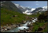 *  *  *Путь к бело-голубому зеркальному леднику Штайн идет вдоль бурлящей каменистой реки ... *  *  *Урнерские Альпы, Швейцария, кантон Берн.