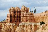 Когда-то существовало поверье, что эти геологические образования были древними людьми, которых боги за дурные поступки превратили в камни.