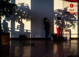 Аэропорт Домодедово. Одно из немногочисленных мест с открытыми розетками.