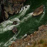 Река в Тибете (Китай)