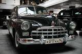 ЗИМ (до 1957 года), ГАЗ-М-12 - советский шести-семиместный легковой автомобиль большого класса.«ЗИМ» — первая репрезентативная (представительская) модель Горьковского автозавода. Предшественник «Чайки» ГАЗ-13. В основном он использовался как служебный автомобиль («персоналка»), предназначенный для советской, партийной и правительственной номенклатуры — на уровне министра, секретаря обкома и председателя облисполкома и выше.