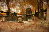 Франция. Ноябрь 2012   Фонтан Медичи (1624 г., приписывается Саломону де Бросcу, выполнен в модном тогда итальянском стиле) считается самым романтичным фонтаном Парижа и находится в одном из самых притягательных уголков Люксембургского сада.