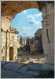 Турция, подступы к Бассейну Клеопатры.Памуккале - одно из самых удивительных мест в Турции, природный феномен, аналогов которому нет в мире. Памуккале находится в Западной Анатолии, недалеко от античного города Иераполиса, в 19 км к северу от города Денизли.