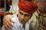 дни индийской культуры на Алтае. к индусу двигалась нескончаемая очередь из желающих.