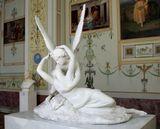 Произведение венецианского скульптора Антонио Кановы  «Амур и Психея»  изображает бога Купидона (Амура)  в момент пробуждения Психеи от его поцелуя.  Государственный Эрмитаж Санкт-Петербург  Cupid and Psyche  1796   Canova (Antonio Canova)  1757-1822