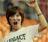 Юный болельщик из  Соединенных Штатов  на спортивных соревнованиях.