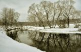 Снег, река