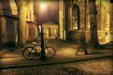 Старая Рига, город собор вечер, велосипед