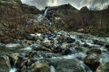 водопад Алибек, пожалуй самый мощный в этом районе, высота 25 метров, течет с одноименного ледника....нам повезло - теперь к нему не пройти без предварительно оформленного пропуска ...НО ... пограничники ушли в обход и мы просочились )))