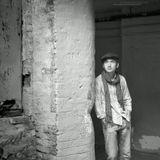 """""""Черно-белое кино..."""", Украина, Киев, Андреевский узвоз.Алексею Колобову спасибо за приглашение на фотосет и предоставленную """"модель"""" в виде своего сына.По сути, это продолжение серии Алексея """"ПАЦАНЫ"""", начатую им 3 года назад.Ну и интересно наблюдать как из юноши за три года на глазах получается парень...А на вопрос, будут ли из этого фотосета работы сказу уверенно - будут ) Точнее, уже есть... И хорошие..."""