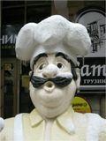Рекламный повар около грузинского ресторана в Ессентуках...