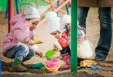 Вышел с дочерью погулять на улицу и сделал целую серию детских фотографий. Остальное можно посмотреть здесь http://dmp-art.ru/one-day-playground