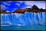 *  * *Высота этого ледника над уровнем озера - до 74 м при ширине языка в 5 км. Глубоким синим цветом ледник обязан своему почтенному возрасту - около 30 тысяч лет. Чем старше ледник, тем он плотнее, и больше поглощает все цвета спектра, кроме голубого. А годовалыe ледники белого цвета из-за множества воздушных пузырьков, рассеивающих входящий свет. *  *  *Ледник Перито-Морено и Южные Анды. Вид с озера Архентино. Патагония, Аргентина.