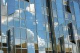 Середина лета, яркий солнечный день. Стена КомДрагМета. Якутск.