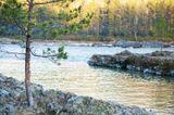 В мае я ездил на Алтай, по разным рекам на каяке. На фото река Катунь