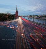 Оживленное движение на Кремлевской набережной. Выдержка 1,5 мин. Панорама 2 кадра.Кремль, движение, Москва, трафик, вечер