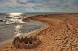 Черное море, песчаный берег, облака