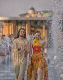 """""""Сухой фонтан"""" на Крымской набережной явно метит в состав самых примечательных летних весёлостей Москвы."""