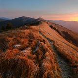 Гора Дарвайка, Карпаты.Вид на горы Сигла и Ясновец.рассвет, Карпаты, иней, красный, трава, панорама, облака, верторама