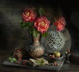 Я подарю тебе три розы,Души моей печальной слезы.Они расскажут обо мне,Они напомнят все тебе.