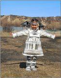 Девочка-ительменка в одежде из рыбьей кожи.