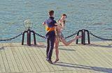 Парк Горького, август 2013 г.Танец молодых людей, притягивает и очаровывает. Приятно что Парк Горького уделяет большое внимание танцевальным площадкам.