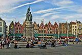 Рыночная площадь Брюгге занесена во Всемирный список наследия ЮНЕСКО. На площади памятник Яну Брейделю и Питеру де Конинку - борцам за свободу, сыгравшим важную роль в восстании 1302 года против господства Франции.