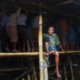 В Индонезии можно запретить наркотики, приговаривая незадачливых наркодилеров к смертной казни, но отнюдь, нельзя искоренить петушиные бои с кровавыми схватками и огромными ставками.