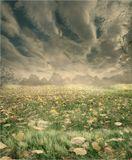 """""""Облако становится радужным, когда оно отражает солнечные лучи. Поток становится водопадом, когда он наталкивается на скалу. Вещи приобретают новые свойства в зависимости от того, с чем они вступают в отношения"""""""
