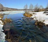 Алтайский край. Проточное озеро на реке Пещерка.