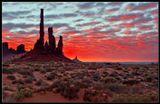 Столб Тотем и 7 шаманов - Долина Монументов - Юта - США .
