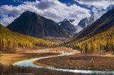 Россия, Республика Алтай, Северо-Чуйский хребет, река Шавла, сентябрь 2012.