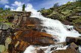 """Западные Саяны. Ергаки. Водопад """"Тушканчик"""" на одноимённой реке, вытекающей из озера """"Мраморное""""."""