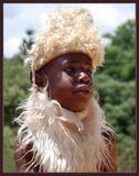 """Английское Bushman означает «человек кустов», поэтому бушменов часто называют """"кустарниковыми людьми"""". У них отсутствует понятия частной собственности. Они считают, что все то, что растет и пасется в пределах их территории, принадлежит всем. Ребенок, найдя в пустыне сочный плод, не съест его, он принесет находку в стойбище и разделит его поровну между всеми."""