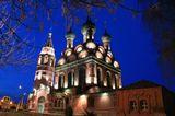 Церковь семнадцатого века находится на одноименной площади в центре Ярославля. Несмотря на закрытый главный престол храм активно принимает прихожан.