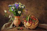 букет полевых цветов, корзинка лесной клубники