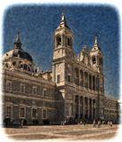 Собор Санта-Мария-ла-Реаль де-ла-Альмудена - кафедральный собор  архиепархии  Мадрида