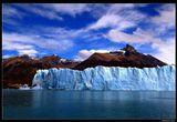 * * *Достигая высоты над водой в 20-этажный дом, этот ледник основную свою массу прячет под водой - средняя глубина 170 м при максимальной до 700 ! А по площади (250 кв.км) он легко может вместить всю аргентинскую столицу Буэнос-Айрес.* * * Ледник Перито-Морено и озеро Архентино, Патагония, Аргентина.