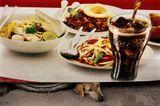 ТаиландПленерсобака еда город реклама