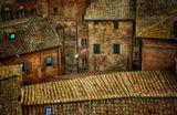 г. Сиена. Италия.И в наши дни улочки Сиены выглядят точно также, как и в эпоху Средневековья, стоят вплотную друг к другу, во двор можно попасть только из зданий.