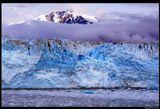 * * *Этот ледник включают в 10 мест, которые обязательно надо посетить на Земле. О размерах его можно судить по тому факту, что айсберги, которые откалываются от его фронта и с шумом врезаются в океан, достигают высоты 10-этажного дома. Это самый большой прибрежный ледник Аляски высотой 120 м и длиной 122 км. Но главное впечатление - это, конечно, неповторимая красота его ...* * *Ледник Хаббард, Залив Ледников (Glacier Bay), Аляска