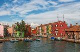 Бурано – остров, расположенный в 7 км от Венеции и находящийся в ее административном подчинении.
