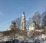 белый собор Воскресения Христова постройки 1450 года, красный собор Николая Чудотворца 1868 года постройки ныне музей, колокольня используется в качестве смотровой площадки