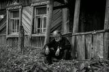 """Когда-то выкладывал в цвете, но снимок """"ожил именно в ч.б. Кратко о карточке: По пути с Москвы в Самару подвозил монаха, удивляюсь, как удалось уговорить на съемку. Человек закрылся от всего мирского. Сам он из Саратова, добирается домой из монастыря, что в Ростове Великом. Но и дома его ждет такая-же пустота... А ведь грамотный дедушка... Высшее медицинское, за плечами очень не простая жизнь."""