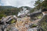 Небольшое ущелье в Куринодаке (Япония, Кюсю) с одиночным гейзером. Находится в горном массиве Киришима. Выделяется сероводород и горячая вода. Метрах в 500 от гейзера располагается маленькая гостиница с Онсеном(грячие ванны). В этом онсене одна из ванн наполняется очень концентрированной серной водой. Такие Онсены - излюбленное развлечение японцев.