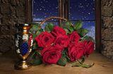 Розы,корзина,натюрморт,вечер,окно,ваза