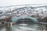 Тбилиси, снег, зима, Грузия, природа, Крепость Нарикала, Мост мира, вид на город, Река Кура