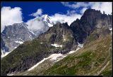 * * *  Вид на гряду Монблан из итальянского поселка La Palud, расположенного у подножья Монблана, рядом с французской границей. Это место - стартовая точка для подъема к восьмому чуду света и бенефис захватывающих видов на один из самых легендарных пиков планеты.  * * *  Mont Blanc, La Palud, Aosta Valley, Italy