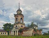 Богоявленская церковь.Храм был построен в 1824 году,закрыт и разорён в 1936 году.Тверская область,деревня (в прошлом село) Глебово,июль 2013 год.